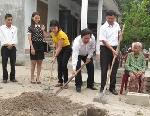 50 triệu đồng xây nhà cho Mẹ liệt sỹ Huỳnh Thị Hương