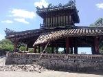 Một góc Phu Văn Lâu trước kinh thành Huế bị sập