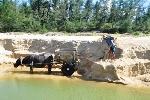 Thừa Thiên - Huế: Đổ xô khai thác cát, băm nát bờ biển Vinh Thanh