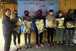 Liên hiệp các Hội VHNT Thừa Thiên Huế trao 100 suất gạo cho những trường hợp khó khăn