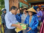 Liên hiệp các Hội Văn học Nghệ thuật Huế hỗ trợ người dân vùng lũ