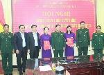 Trao quân hàm quân nhân chuyên nghiệp cho thân nhân liệt sỹ hy sinh tại Thủy điện Rào Trăng 3