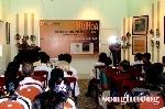 """Tạp chí Sông Hương tổ chức buổi ra mắt tác phẩm """" Phù hoa"""" và tặng quà cho các nạn nhân da cam"""