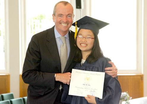 Nữ sinh Huế, hai lần nhận bằng khen của Tổng thống Mỹ