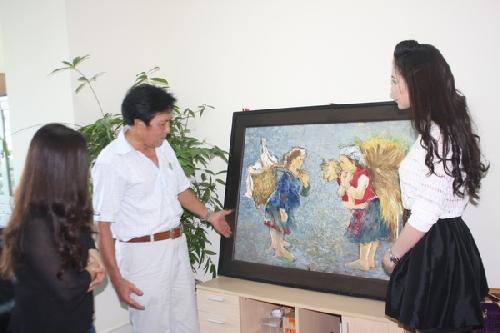 Bức tranh 'Mẹ trong đá' và 'Gặp nhau trên nương' về với chủ