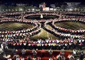 Trình diễn màn đại xòe cổ lớn nhất Việt Nam