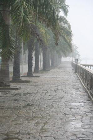 Trắng xóa mưa Huế đầu đông