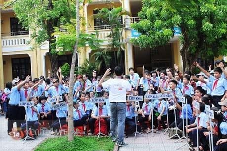 Trường THCS Trần Cao Vân đón Huân chương Lao động hạng Nhì