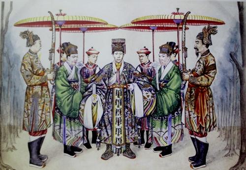 Kỳ thư về phục trang hoàng tộc Việt Nam
