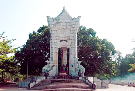 Nghĩa trang Trường Sơn - mùa bàng lá đỏ