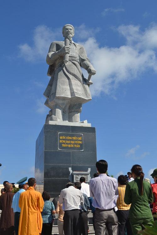 Bản sắc Việt - Đức Thánh Trần huyền thoại hóa lịch sử