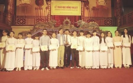 Trao học bổng Vallet cho 214 học sinh và sinh viên giỏi của tỉnh TT Huế