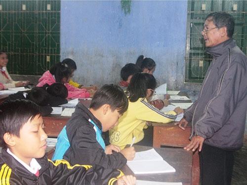 Hàng loạt trường thừa giáo viên