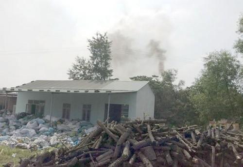 Dân bức xúc vì 2 nhà máy sản xuất giấy gây ô nhiễm kéo dài
