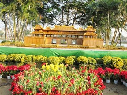 Công viên xứ Huế dọc đôi bờ sông Hương
