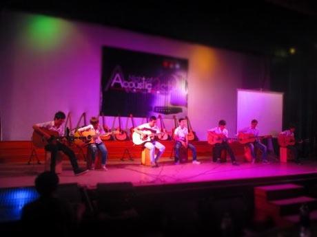 Sinh viên Huế đam mê cùng đêm nhạc Acoustic