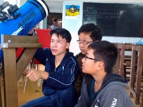 Cậu học trò lớp 10 chế tạo thành công kính thiên văn