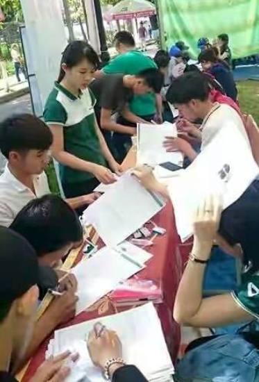 """Đại học Nông Lâm Huế tổ chức ngày hội việc làm 2015 với chủ đề """"Chìa khóa thành công trong tầm tay bạn""""."""