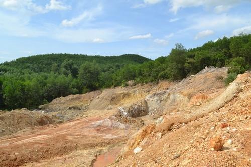 TT - Huế: Ngang nhiên khai thác khoáng sản làm phụ gia xi măng trái phép