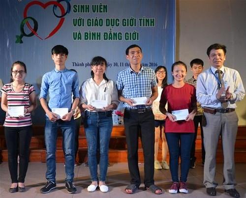 Hội thi 'Sinh viên với giáo dục giới tình và bình đẳng giới'