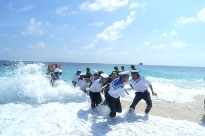 Trao giải thi viết 'Vì biển đảo quê hương'
