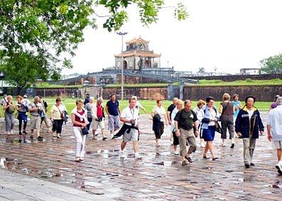 Đón 200 du khách đầu tiên đến Huế vào năm 2017