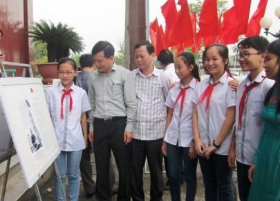 """Triển lãm """"Hoàng Sa, Trường Sa của Việt Nam- Những bằng chứng lịch sử"""" tại huyện Tĩnh Gia"""