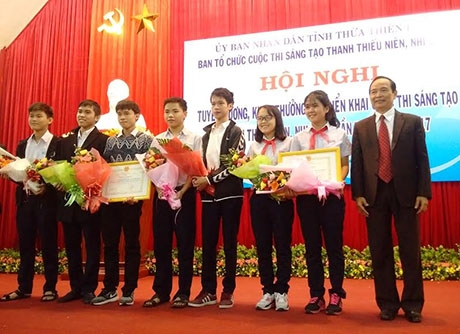 Tuyên dương học sinh đạt giải trong Cuộc thi Sáng tạo Thanh thiếu niên, Nhi đồng toàn quốc năm 2016