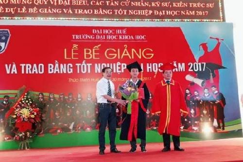 ĐHKH Huế: Bế giảng và trao Bằng tốt nghiệp đại học hệ chính quy cho 888 sinh viên