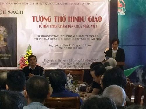 """Ra mắt sách """"Tượng thờ Hindu giáo: từ đền tháp Chăm đến chùa miếu Việt"""""""