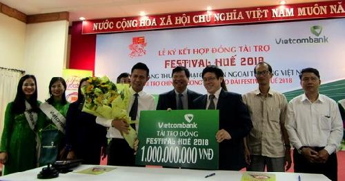 Vietcombank tài trợ chính cho Lễ hội Áo dài tại Fesstival Huế 2018