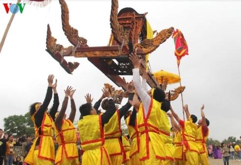 """Đặc sắc màn rước """"kiệu bay"""" trong ngày khai hội tại xứ Nghệ"""