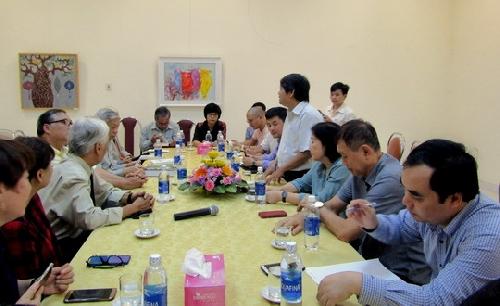 Văn nghệ sĩ Huế giao lưu, trao đổi  với gia đình nhà thơ Tố Hữu cùng gia đình Đại tướng Nguyễn Chí Thanh.