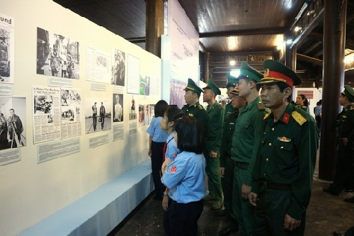 """Triển lãm chuyên đề """" Làn sóng cuộc chiến tranh phi nghĩa của Mỹ ở Việt Nam"""" và """" Phong trào hòa bình Nhật Bản ủng hộ Việt Nam trong chiến tranh 1954- 1975 và tình hữu nghị Việt – Nhật""""."""