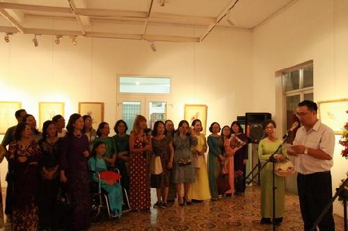 """26 tác phẩm tại triển lãm """"Bước đi"""" của họa sĩ Hoàng Thị Ngọc Ấn."""