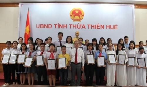 Gặp mặt, tuyên dương học sinh đạt thành tích cao trong kỳ thi THPT Quốc gia 2019 và tuyển sinh đầu cấp THPT, THCS năm học 2019-2020