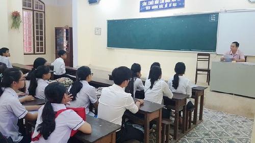 Học sinh bắt đầu đi học trở lại vào ngày 27/4