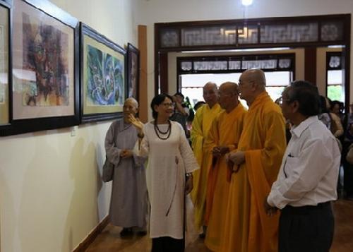 """Triển lãm """"Trở về"""" của họa sĩ Nguyễn Thị Dư Dư"""