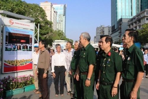 Triển lãm ảnh chủ đề Quân đội nhân dân Việt Nam