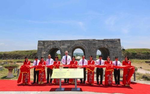 Đại sứ quán Hoa Kỳ hỗ trợ tu sửa thành nhà Hồ