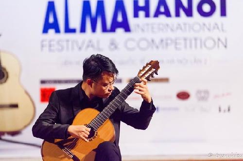 Nghệ sĩ Guitar Vũ Hiển đại diện Tây Ban Nha góp mặt ở Festival Huế 2020