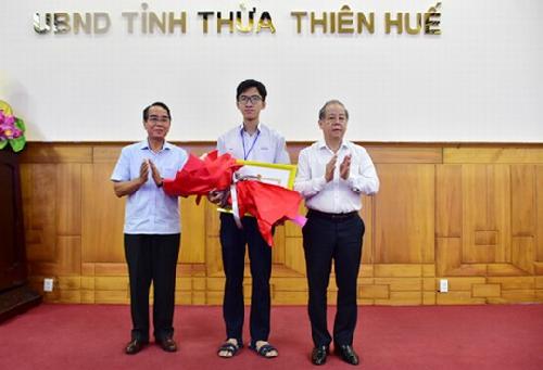 Tuyên dương, khen thưởng học sinh đạt Huy chương vàng Olympic Sinh học quốc tế