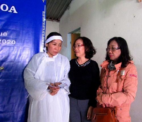 Trao quà hỗ trợ những gia đình công nhân tử nạn tại thủy điện Rào Trăng 3