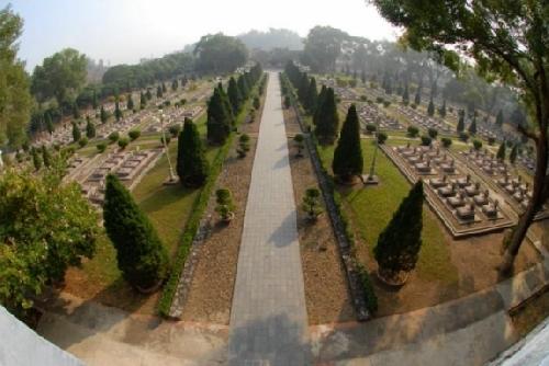 Chiều đi trong Nghĩa trang Điện Biên