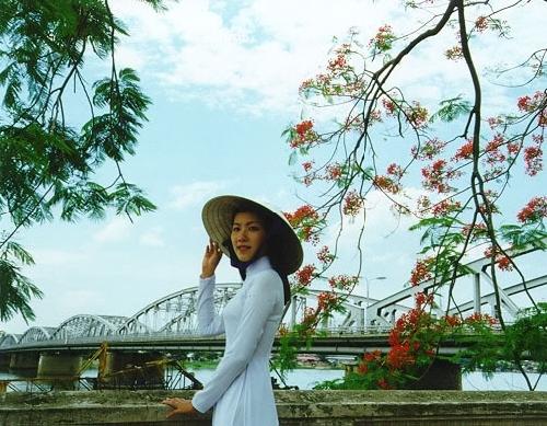 Thơ Sông Hương 12-83